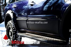 Защитные молдинги дверей Pajero Sport 2